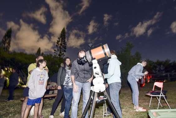 L'éclipse de Lune attire 300 curieux aux canons de Ouémo