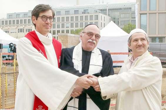 À Berlin, un lieu de culte unique pour chrétiens, musulmans et juifs