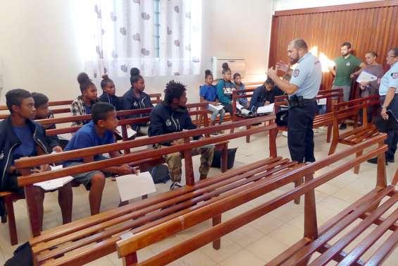 Des collégiens en audience correctionnelle à Koné