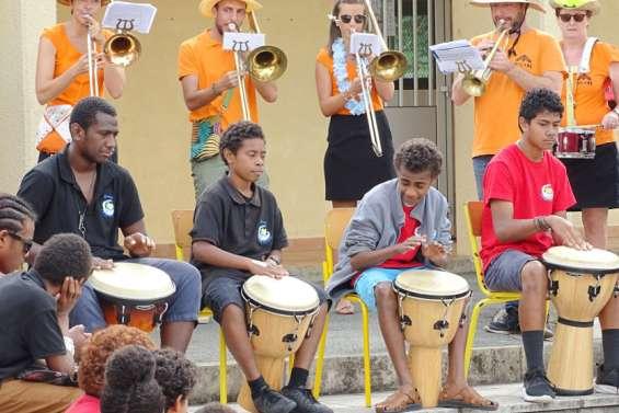 Les élèves du collège Djiet ont accompagné la fanfare Malawi