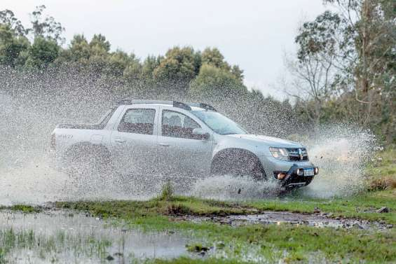 Renault Oroch 2.0 l essence 16v 4x4 : un nouveau pick-up à prix réduit