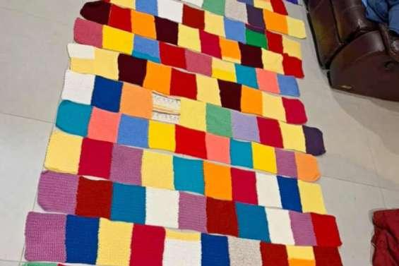 Défi de la plus longue écharpe pour la Journée mondiale du tricot