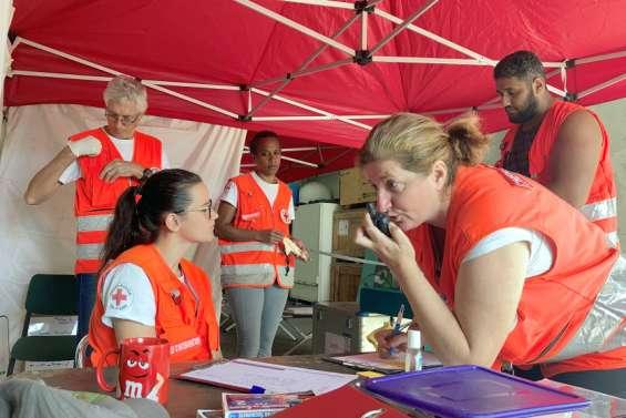 [VIDÉO] Ivresses, blessures… Comment les bénévoles de la Croix-Rouge gèrent-ils?