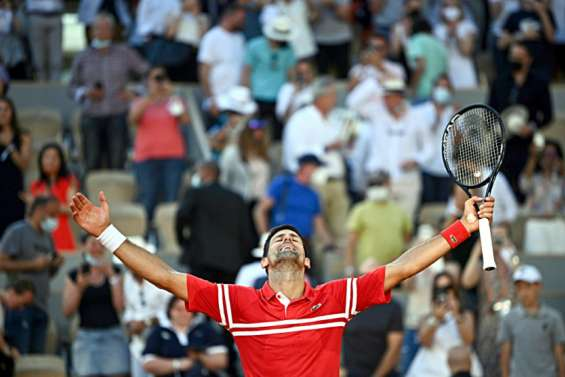 Roland-Garros: Djokovic renverse Tsitsipas et s'offre son 19e titre en Grand Chelem