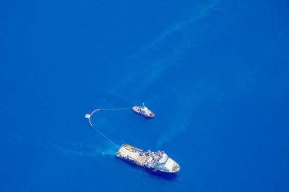 Des résidus d'hydrocarbures sur une plage en Corse