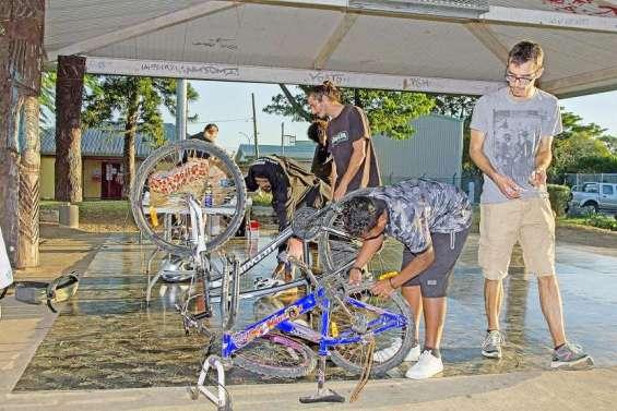 Apprendre à réparer son vélo le temps d'un atelier