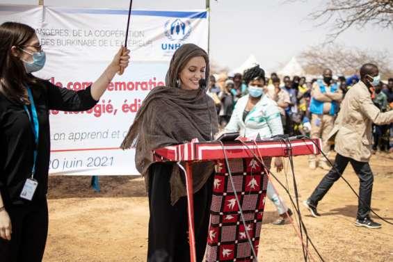 Angelina Jolie soutient des réfugiés maliens