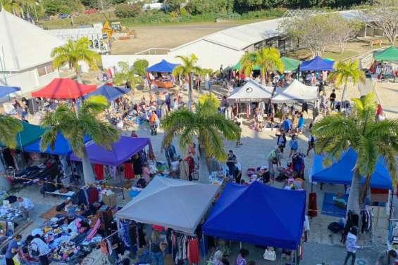 Le quatrième vide-greniers du Rotary Nouméa Ducos Boularifait le plein