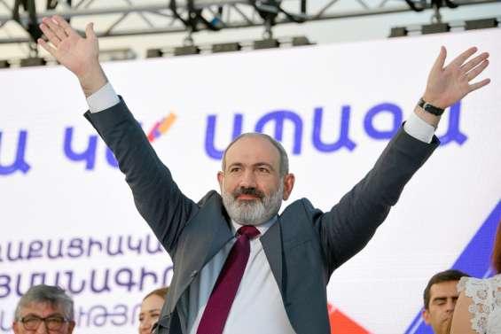 Pachinian célèbresa large victoire aux législatives