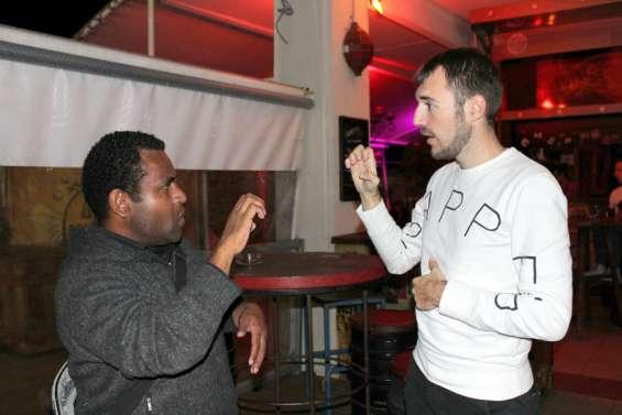 Nouméa : deux heures pour s'initier à la langue des signes