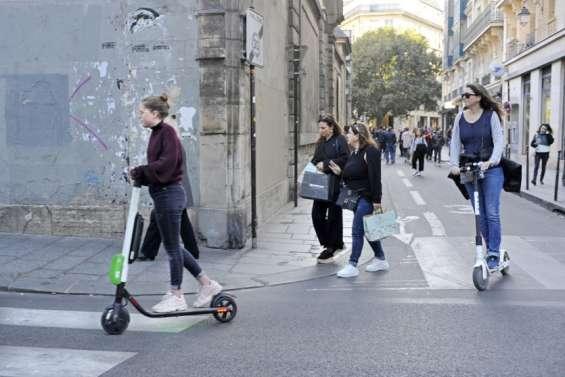 La mairie de Paris hausse le ton contre les trottinettes