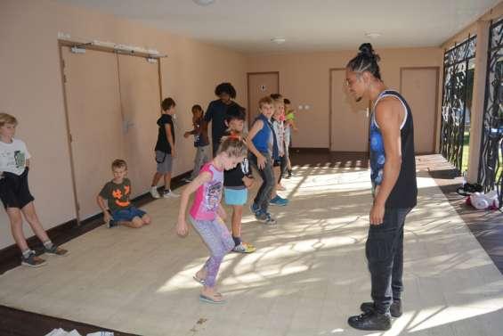 Troc en jambes met la jeunesse à l'heure du hip-hop sur la scène du Colisée