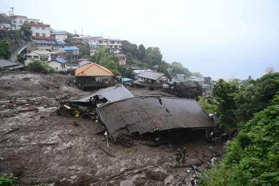 Une coulée de boue emporte des maisons dans une station thermale
