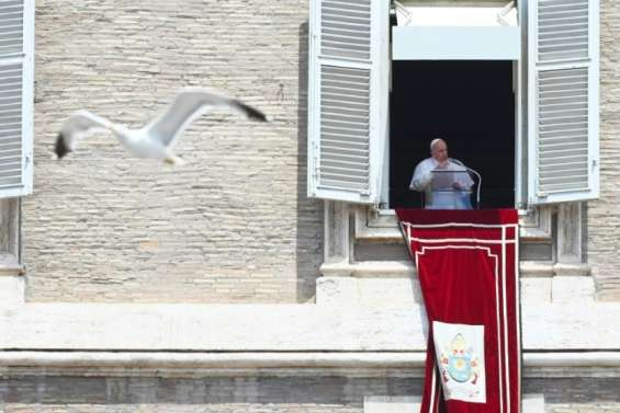 Le pape François, 84 ans, opéré d'une inflammation du côlon