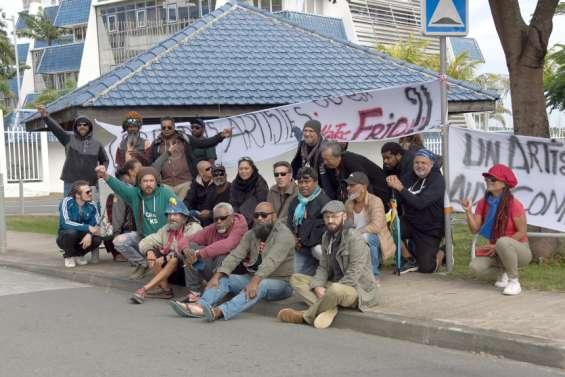 Le collectif Artistes Pays se mobilise devant le gouvernement