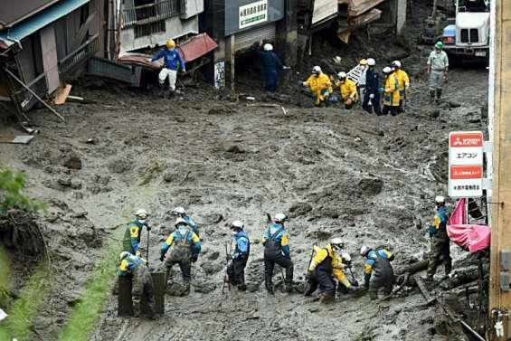 Coulée de boue au Japon: lourdes incertitudes sur le bilan humain