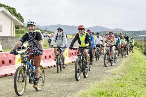 Près de 300 vélos comptés sur la piste provisoire de Magenta, le 26juin