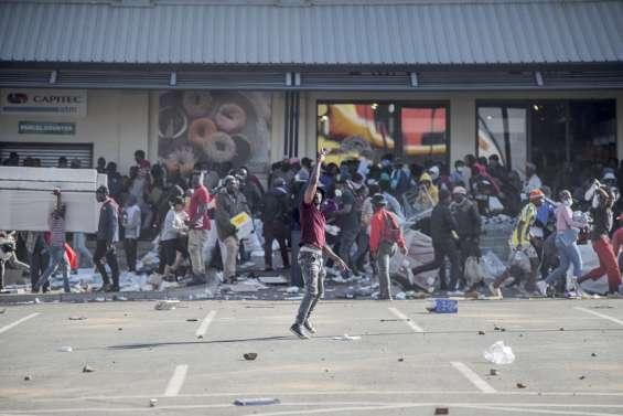Dix morts, des pillages et l'armée déployée