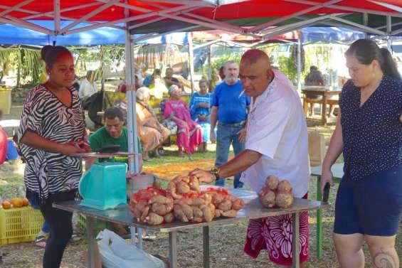 Affluence au marché océanien spécial Wallis et Futuna, samedi, à Koné