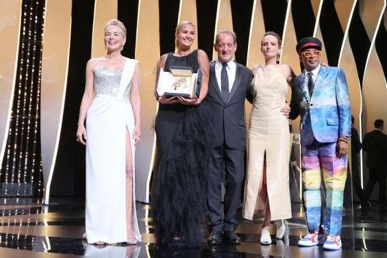 Cannes couronne féminisme et jeunesse avec Julia Ducournau