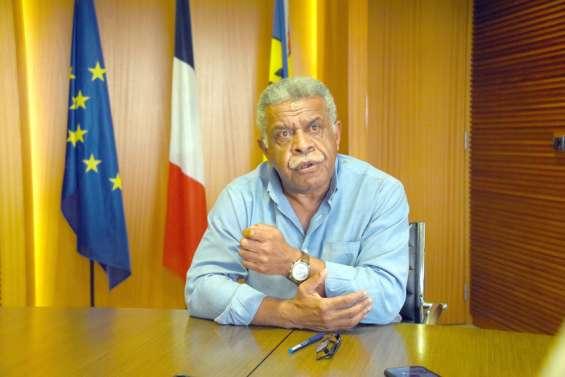 [GROS PLAN] Louis Mapou, président du gouvernement :
