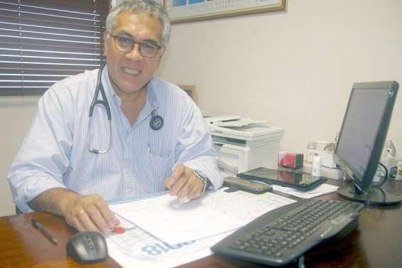 Vaccination contre la Covid-19: pour le Dr Jean-Marie Papilio,