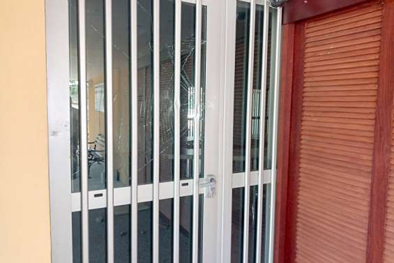 La mairie de Poum est fermée lundiaprès des dégradations