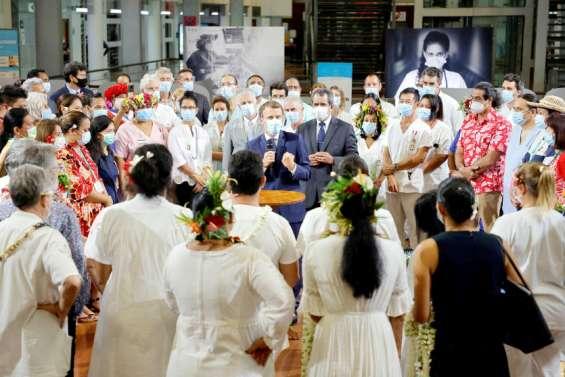 [Evénement] Emmanuel Macrondébute sa visite en Polynésie par un appel à la vaccination