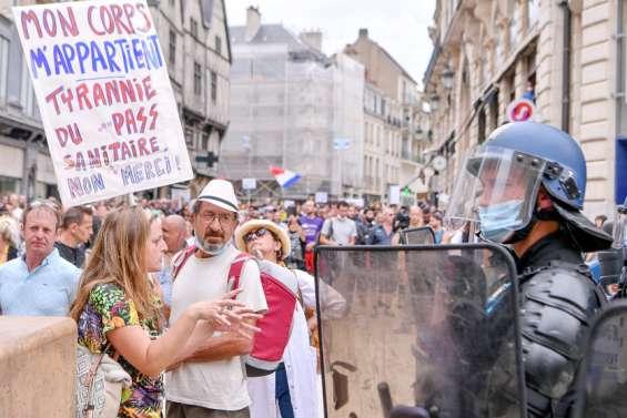 Métropole : en plein été, la mobilisation contre le pass sanitaire ne faiblit pas