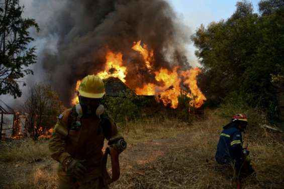 Incendie en Grèce dans le Péloponnèse: une dizaine de maisons brûlées, cinq blessés