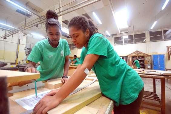 ÀAttiti, les élèves de la filière bois