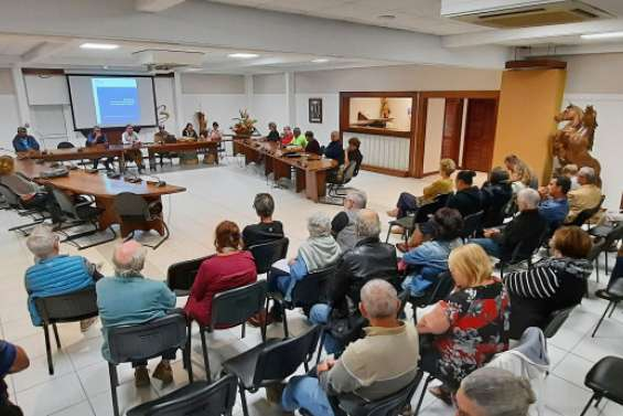 Le Oui ou Non a suscité l'affluence au conseil municipal