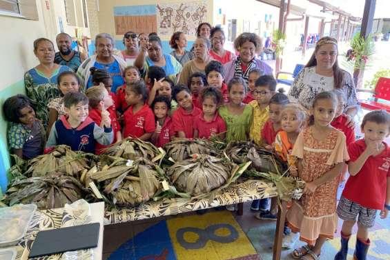 La culture kanak au menu  des CP de l'école de Saint-Michel