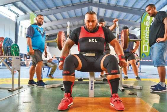 Moala soulève plus de 800 kilos en trois mouvements