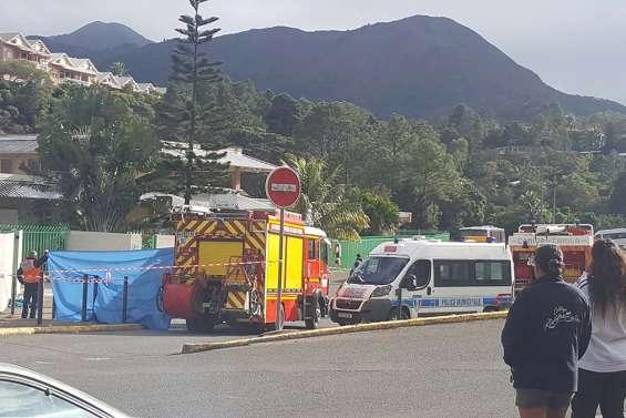 [VIDÉO] Un mineur mortellement renversé par un bus devant le collège de Boulari