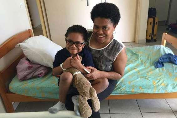 Halison rentre à Port-Vila, avant de retourner à l'école