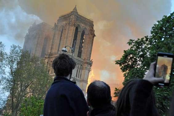 Face au drame, l'immense tristesse des Parisiens