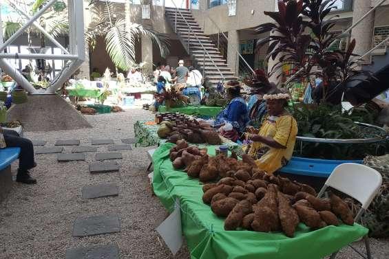 Le marché de Maré se poursuit toute la journée au quai Ferry