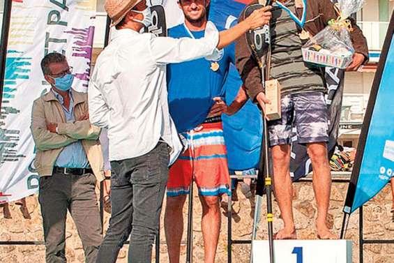 Noïc Garioud rame entre les vagues et le coronavirus