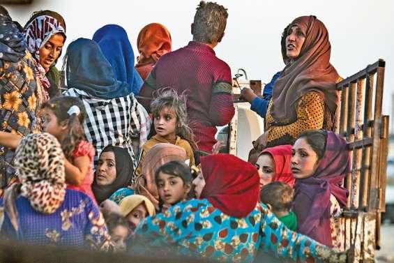 La Turquie attaque les Kurdes abandonnés par les Etats-Unis