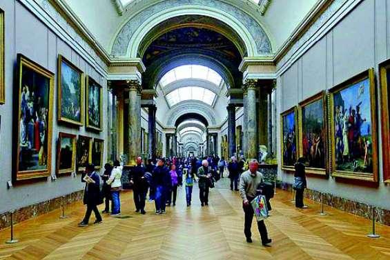 Elle gagne une nuit au musée du Louvre