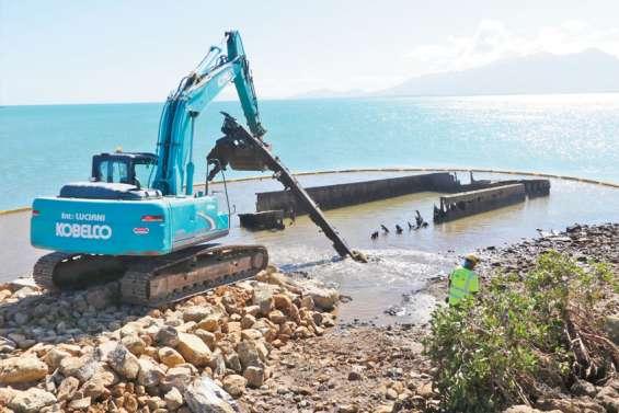 A Ouaco, Cotransmine fait démanteler de vieilles barges de la SMSP