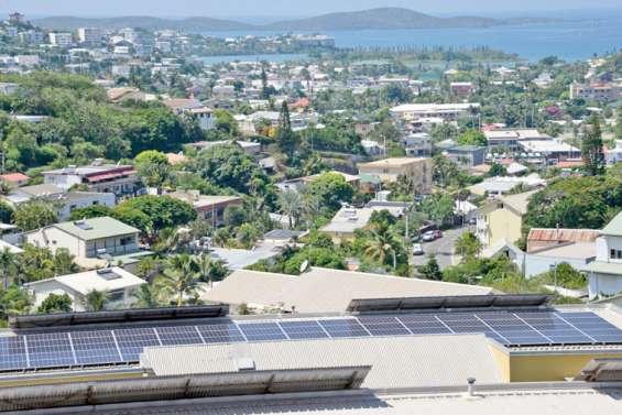 Les panneaux photovoltaïques se multiplient sur les toits de la ville