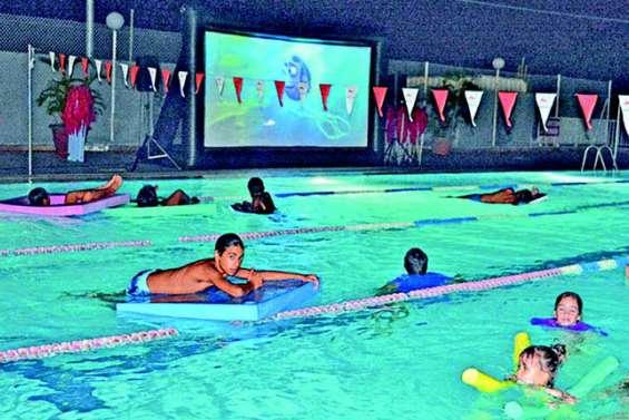 Nouvelle séance de cinéma à la piscine de Boulari