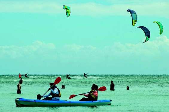 Kitesurf, planche, paddle, baignade... la cohabitation est parfois délicate
