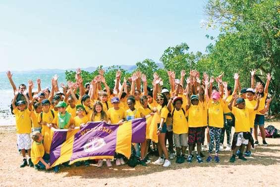400 plantules de mangrove repiquées par des élèves en baie de Nouré