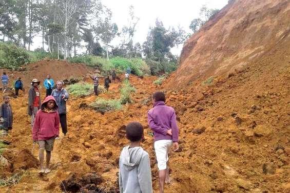 La terre tremble en Papouasie et tue à Java