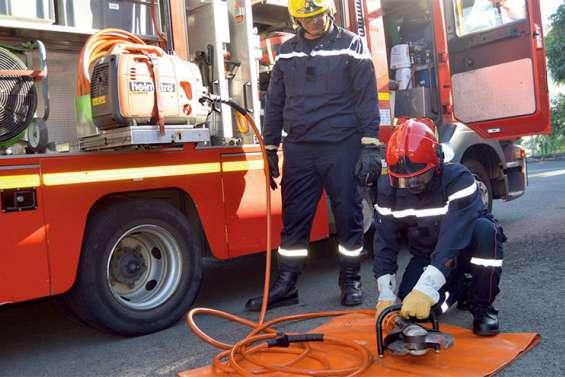Deux pompiers de Wallis-et-Futuna en stage à La Coulée