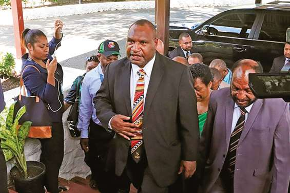 Port Moresby confinée, après un décès dû à la Covid-19