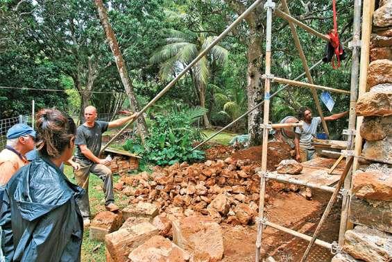 Des travaux pour consolider l'ancien magasin du matériel du bagne de Prony